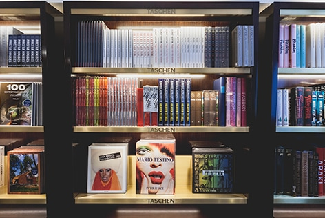 TASCHEN-Warehouse-Sale-Amsterdam-boeken-PR-en-event-door-House-of-Rebels-1.jpg